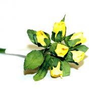 Жёлтые бутоны роз