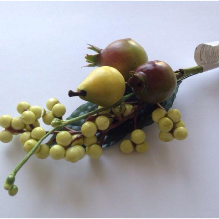 Букетик из груши и шиповника для скрапбукинга