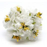 Букетик с белыми цветами 2