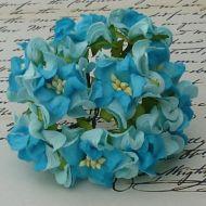 Цветы гардении голубого цвета