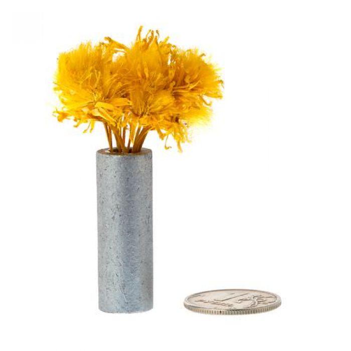 Желтые цветы в белой вазе для скрапбукинга